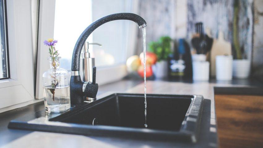 kitchen sink water tap flowing